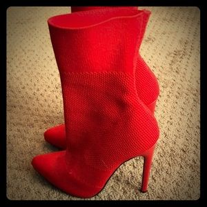 Size 5 red Steve Madden hardly worn boot pumps